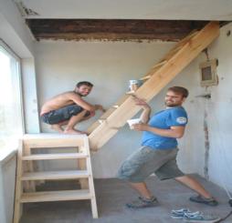 Nouvel escalier menant aux combles