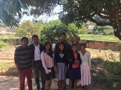de la gauche à droite Arnaud, Sahaza, Taharisoa, adrianah,Francia, Elisa, au dessus - Jaona, Jojo.